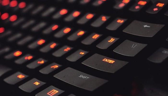Cómo conectar un teclado y un ratón a Xbox OneDesconocido para muchos, Xbox One es compatible tanto con teclado y ratón inalámbricos como con cable. A continuación se muestra cómo puede conectar el teclado y el ratón a Xbox One.