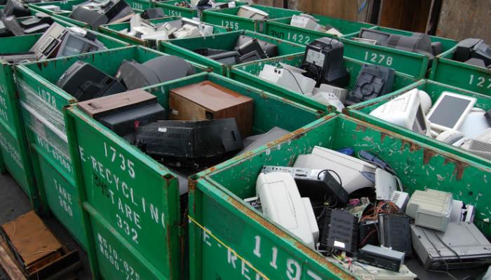 No lo tires por la borda. 7 maneras de hacer buen uso de tu consola de juegos antiguaSi tienes una colección de consolas de juegos antiguas y no estás seguro de qué hacer con ellas, consulta esta guía.